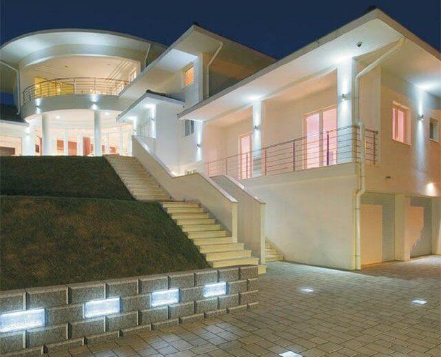 Led светильники часто используются для освещения фасадов зданий