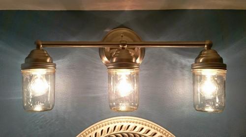 Настенный фонарь из банок